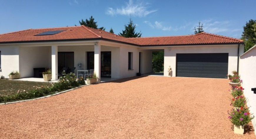 Maison de plain-pied avec terrasse couverte - Maisons Batiseul ...